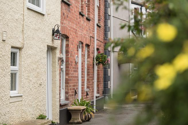 Corner Cottage is tucked away in a quiet back street, close to the harbour.