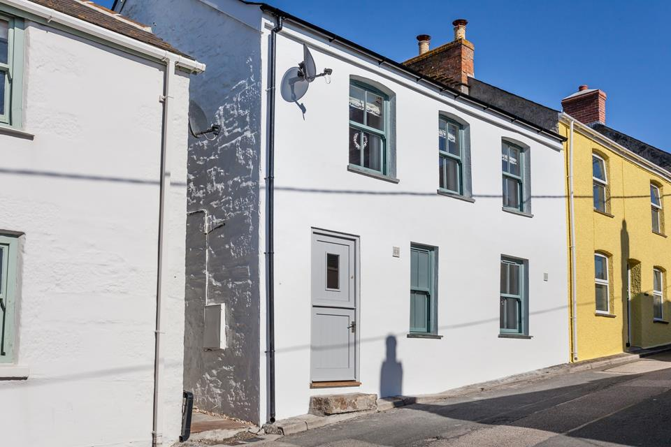 The beautifully refurbished Rock House in Porthleven is just a short walk to the pretty harbour and sandy beach.