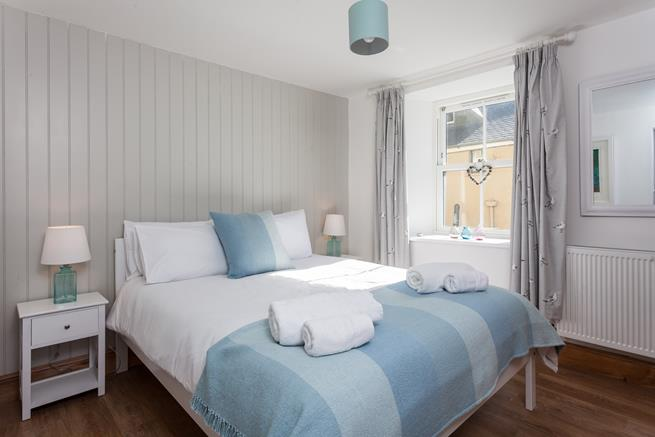 Snuggle down in the comfy king size bed in the master bedroom,  which has a lovely en suite shower room.