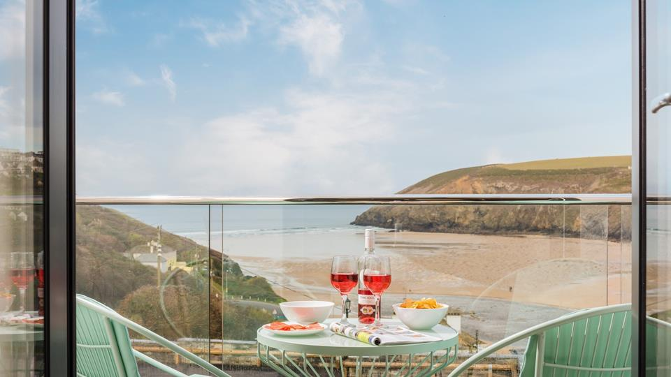 With its incredible views, the balcony is the perfect spot to enjoy an al fresco breakfast!