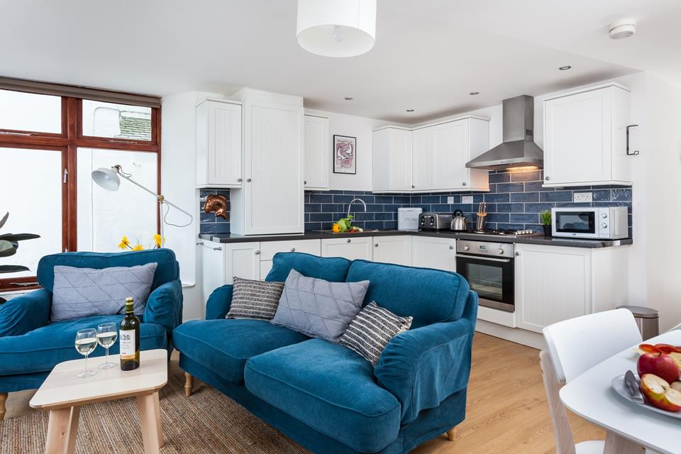 Unwind with a glass of wine or cook up a storm in the kitchen after a day of exploring St Ives' harbour, beaches, cobbled streets and boutique shops.