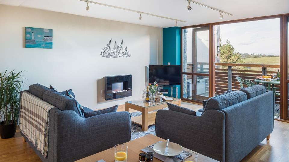 Fantasea is a first-floor apartment situated just a short distance from the stunning beach at Maenporth.