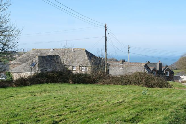 The cottage is located on the edge of the village green at Rosecare and is a stone's throw from Crackington Haven Beach.