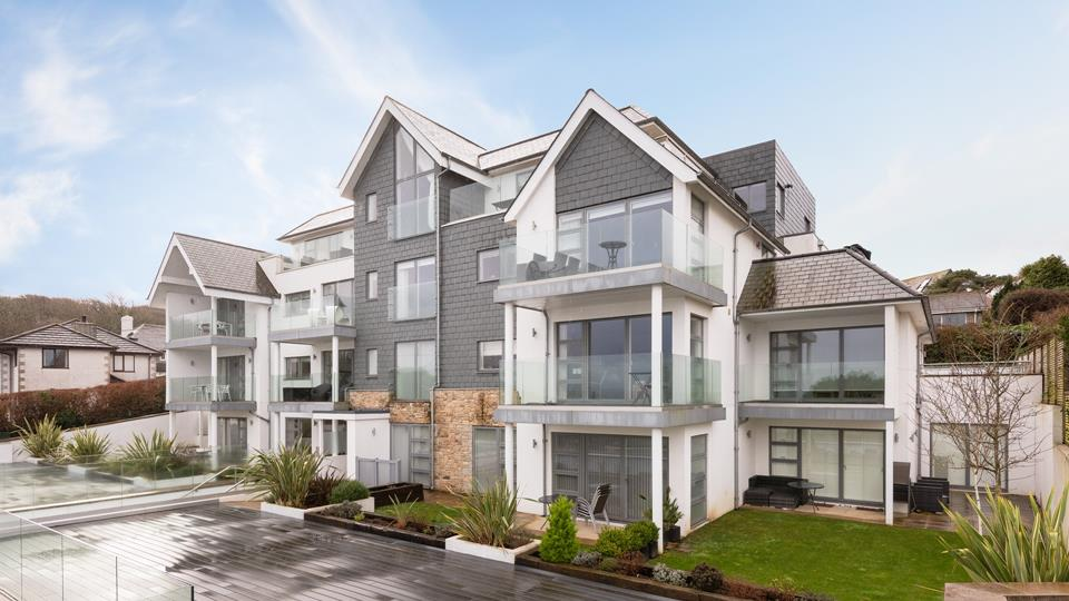 Salt Apartments building has been architecturally designed to encompass the elements and view, slate and accent stone fascia embody the seaside vibe.