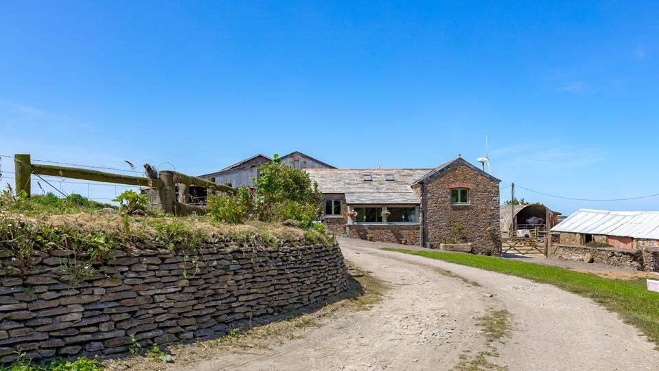 Country roads take me home, this barn conversion is just perfect as a holiday destination to experience life on the farm.
