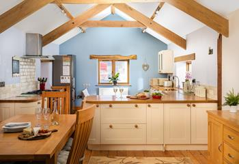 The Swallows Barn, Sleeps 6 + 2 cots, Bude.