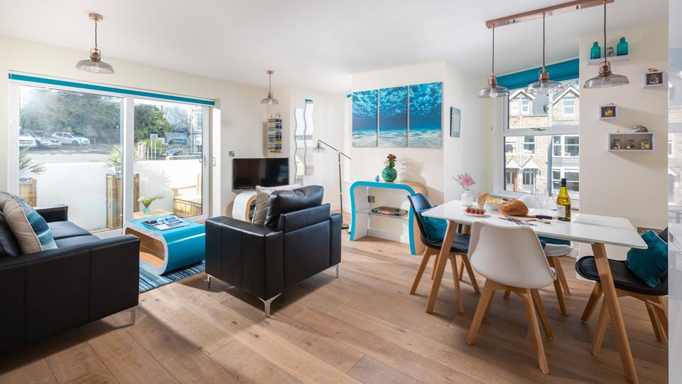 The living space is light, bright and cheerful with natural oak wood flooring throughout.
