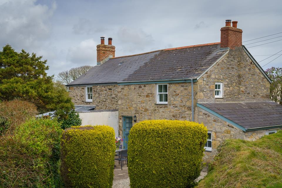 Self-catering holiday cottage near the South Cornwall coast.