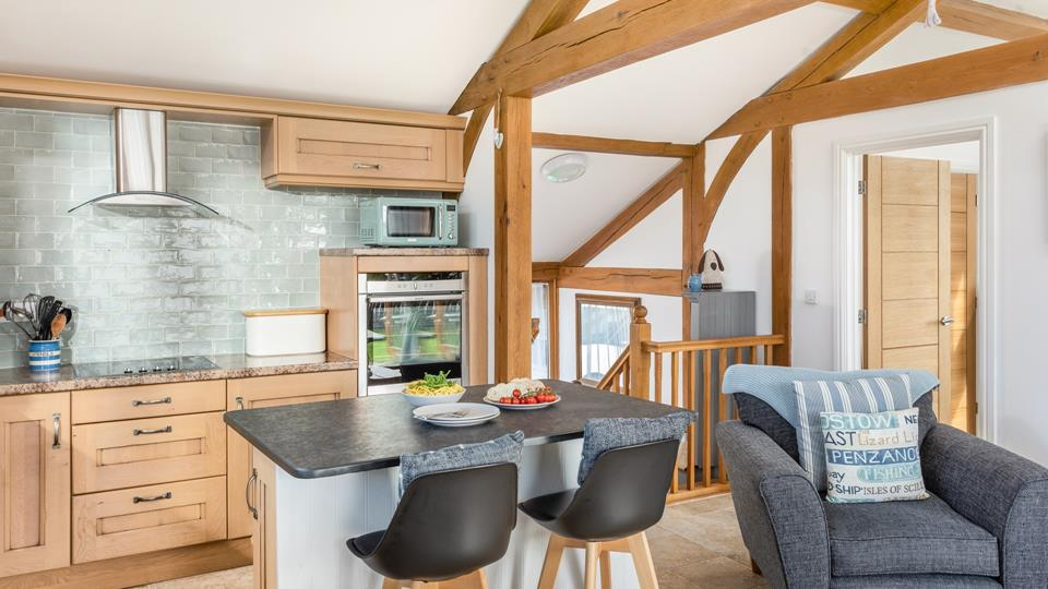 Sit together at the breakfast bar, in matching black leather stools, whilst planning your day ahead