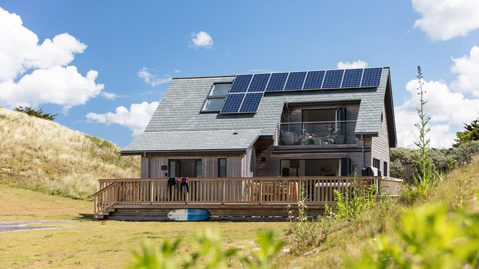 This stunning sleeps 6 property is set back just a 5 minuet walk from the beach and has beautiful views across the sand dunes.