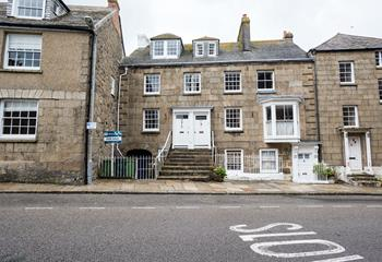 Top Flat is number 32 on the historic Chapel Street, Penzance.