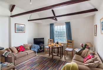 Top Flat is in an excellent location with great views, it is well-equipped and comfortable.