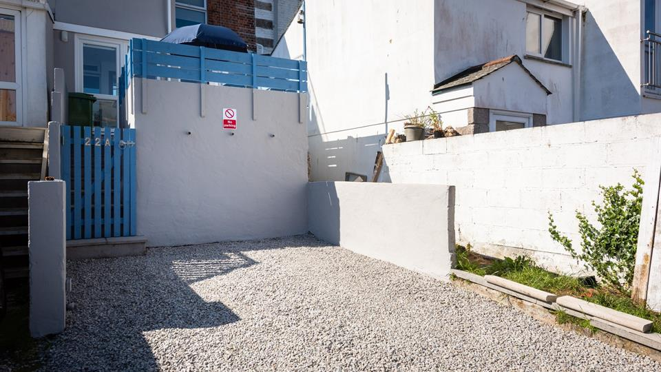 The property even benefits from a parking space so you can safely leave the car behind whilst exploring St Ives cobbled streets.