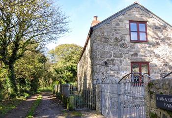 Carnaquidden Barn, Sleeps 6 + cot, West Cornwall.