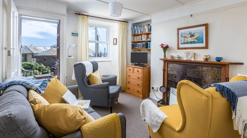 Rozel Cottage is a traditional cottage a stones throw from Mousehole harbour.