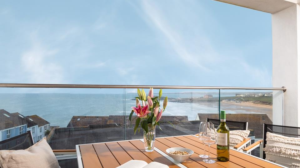 With beautiful views across Fistral beach towards the golf course, the balcony is a superb spot for an evening glass of wine.