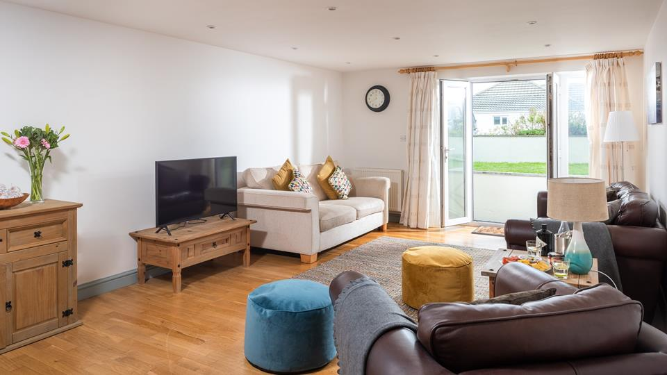 With plenty of seating available, the living room offers space for the whole family to cosy up and socialise.
