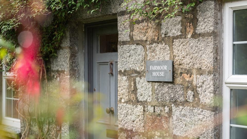 A distinctive building and clearly signposted, Farmoor House is easy to spot and has private parking.