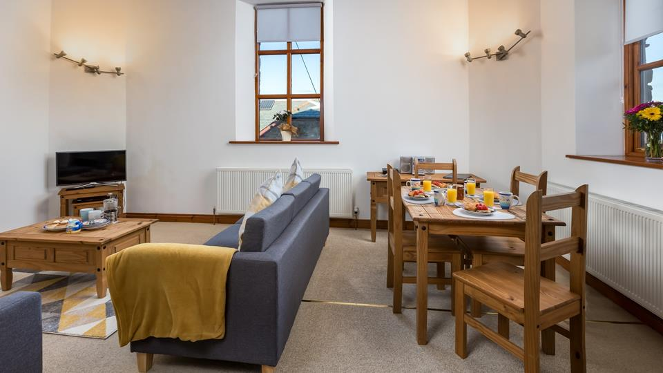 Tastefully designed, the dining and lounge area is perfect for enjoying a late breakfast and a little sofa surfing.