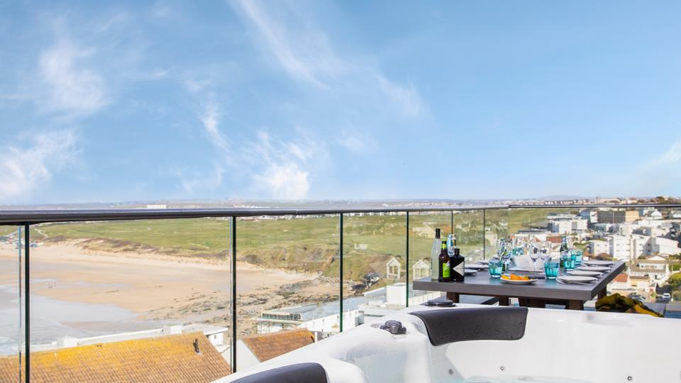 Watch the waves and enjoy the view of the north coast from the hot tub on the balcony.