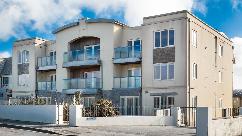 Situated on the Pentire peninsula, 2 The Vista is in the perfect position for exploring this popular seaside town.