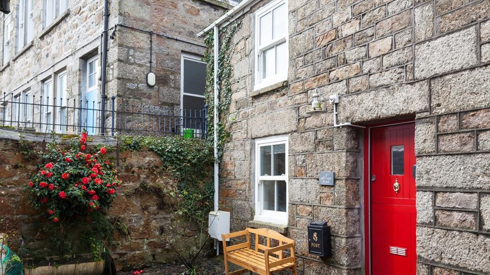 Orchard Place is a traditional Fisherman's cottage tucked away on a cobbled courtyard in the centre of Newlyn.