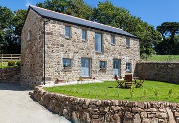 The Bank Barn, Sleeps 5 + cot, West Cornwall.