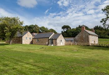 Cherry Blossom Barn, Sleeps 4, West Cornwall.