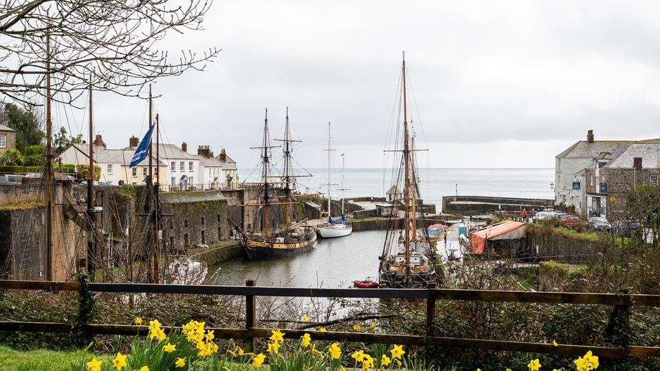 Crows Nest is just a stone's throw from the historic Charlestown harbour.