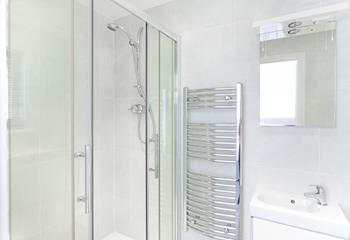 Jump in the shower for an invigorating start to your day or freshen up for a dinner out in Mevagissey.