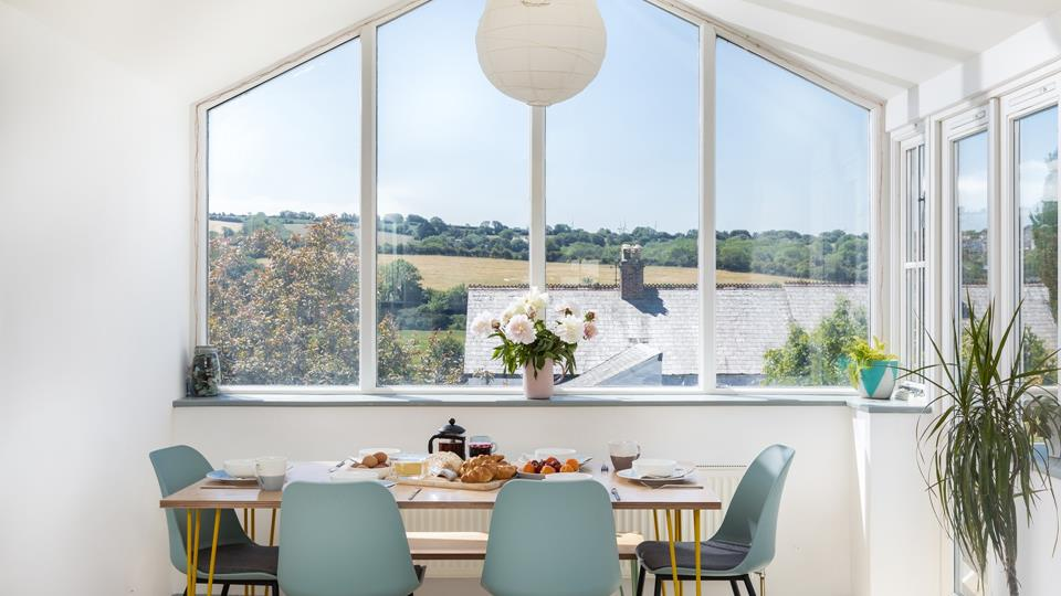 Just a short walk away from the historic market town of Wadebridge, The Saltings is a contemporary home from home.
