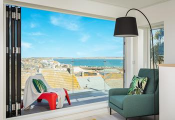 The Studio, Sleeps 4 + cot, St Ives Town.