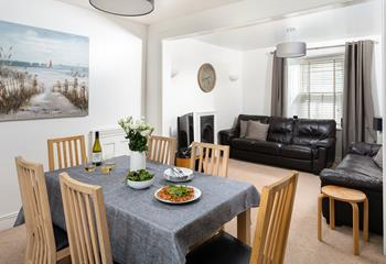 Joshua's Cottage, Sleeps 6 + cot, St Ives Town.