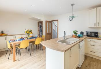Ocean Escape, Sleeps 7 + 2 cots, Bude.