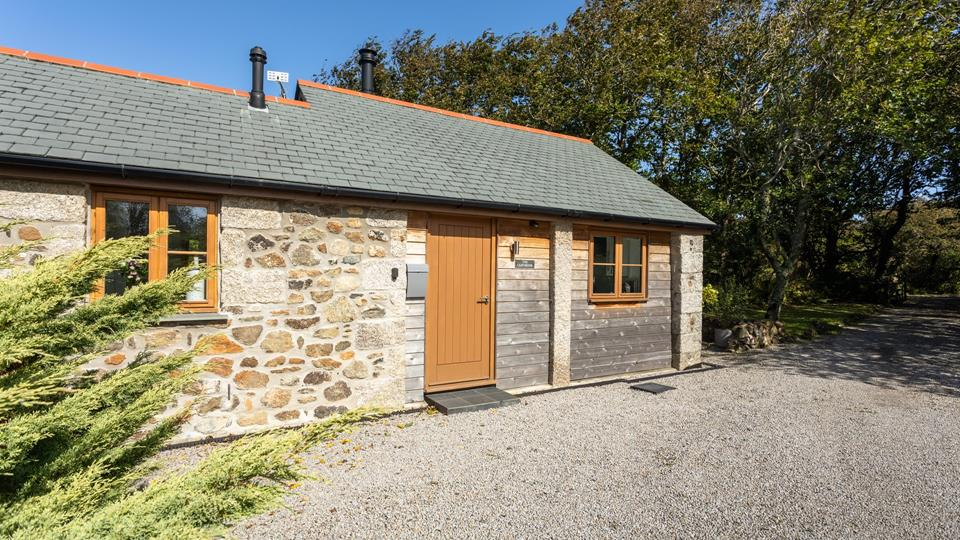 The Carthouse is a stunning rural property tucked away on the Lizard Peninsula.