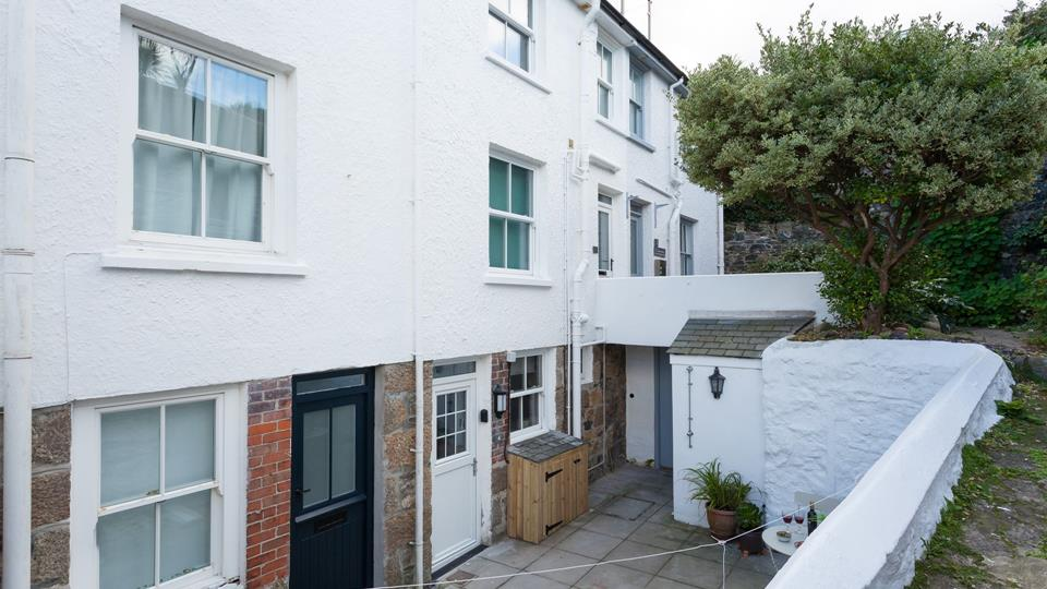 Though quietly located the property is still within easy reach of all St Ives has to offer!