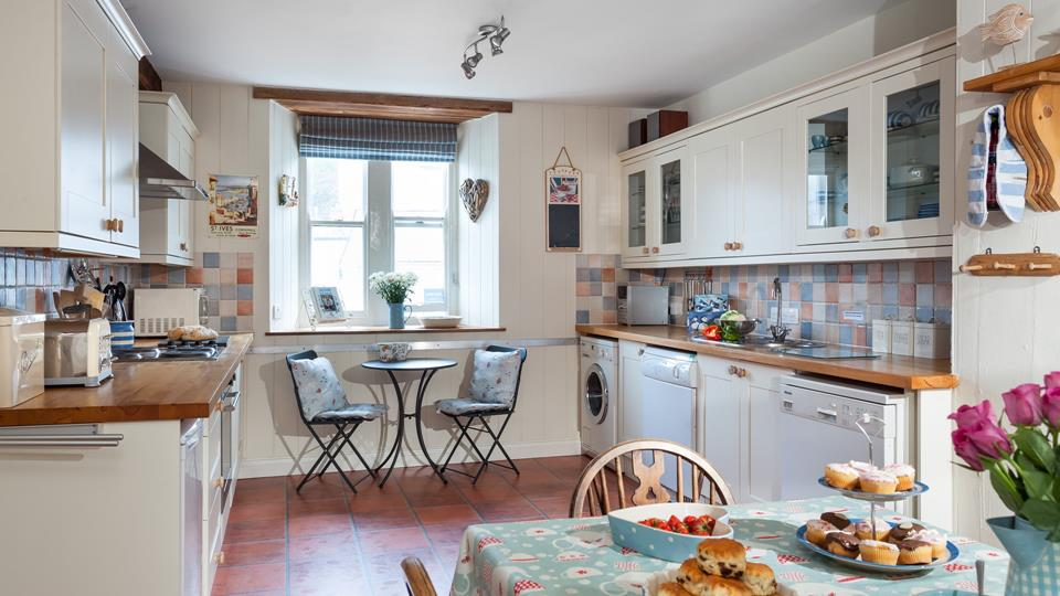 The quaint, country style kitchen is ideal for enjoying a self catering break in this popular part of Cornwall.
