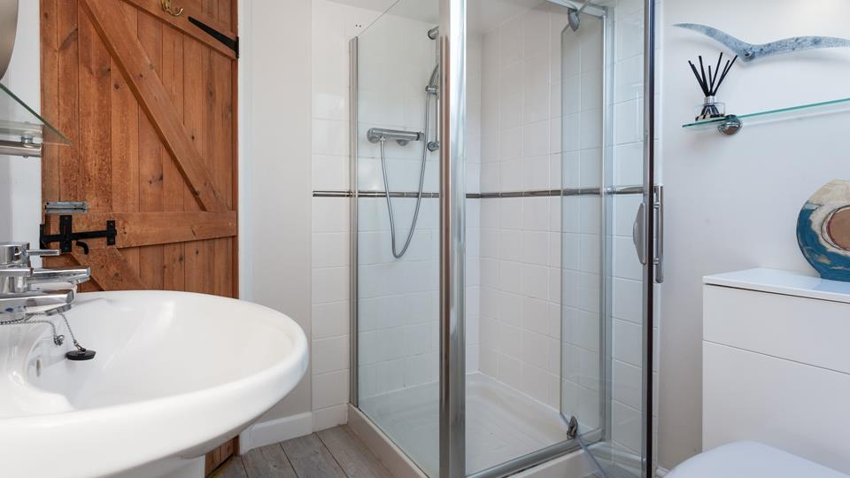 The spacious en suite has been finished with coastal decor.
