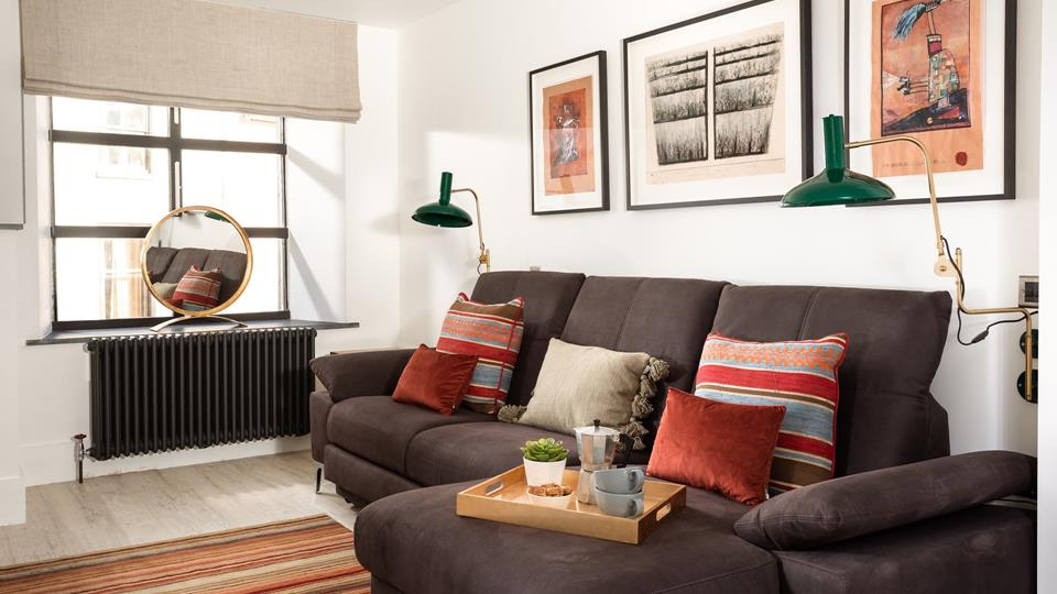 Flooded with natural light, this room can be used as a second sitting room, an office or a bedroom!