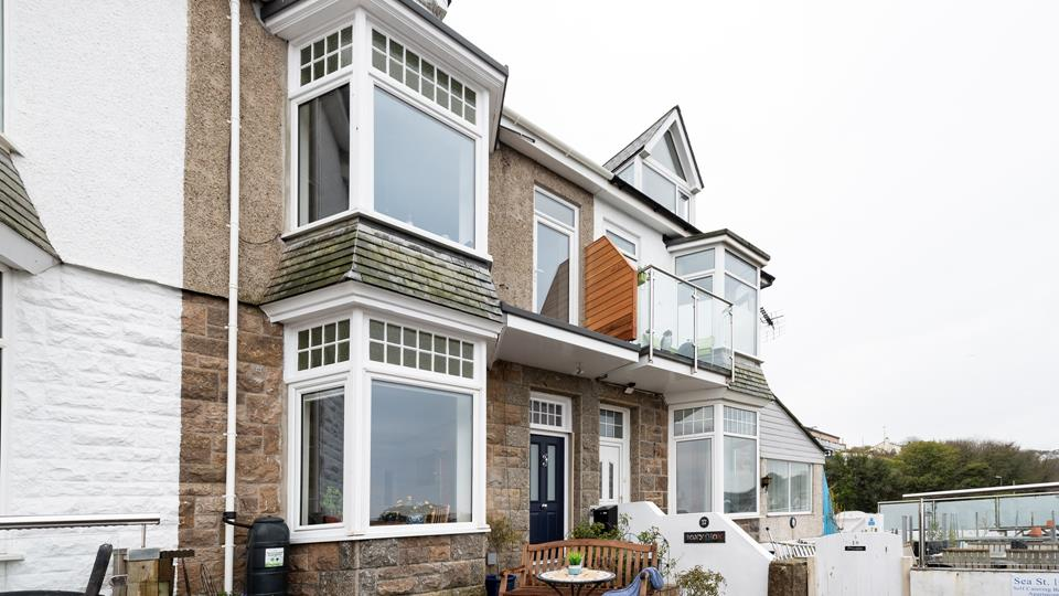 Situated on the ground floor, Bonython benefits from a lovely little terrace, with sea views.