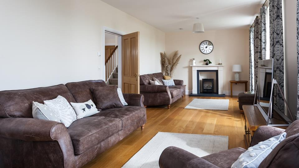 Elegantly finished with smart leather sofas, beautiful curtains and natural decor, the living area is calm and relaxing.