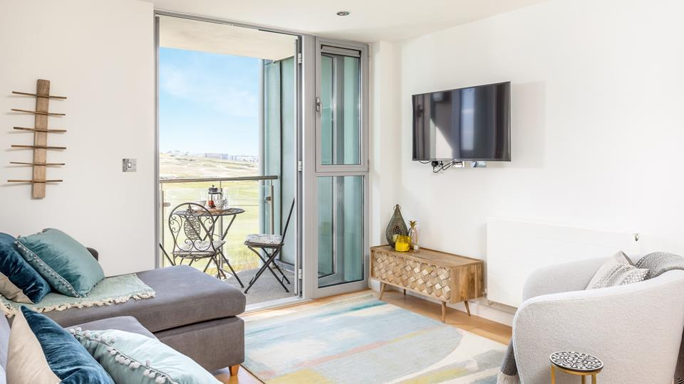 Sit on the balcony and watch the world go by, enjoying the stunning views across Newquay Golf Course and Fistral Beach.