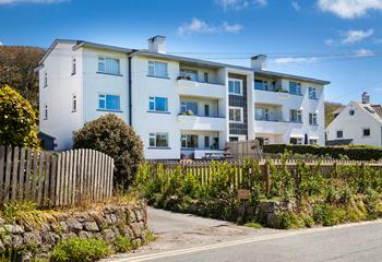 10 The Valley, Sleeps 6 + cot, Porthcurno.