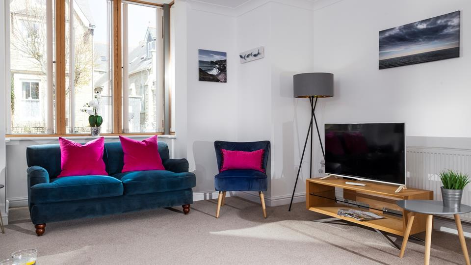 Vibrant rich tones add a touch of luxury to the lounge.