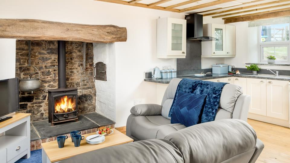 The living space has the original inglenook fireplace with solid natural oak lintel, local Delabole slate hearth, exposed stonework, cloam oven and exposed natural wood beams.