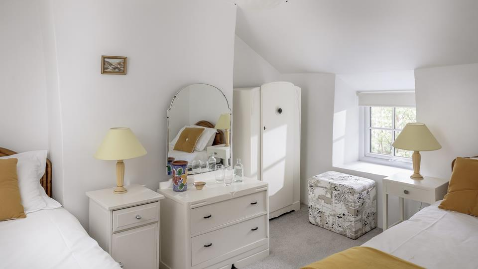 We love this cosy twin room with classic furnishings and yellow accessories.