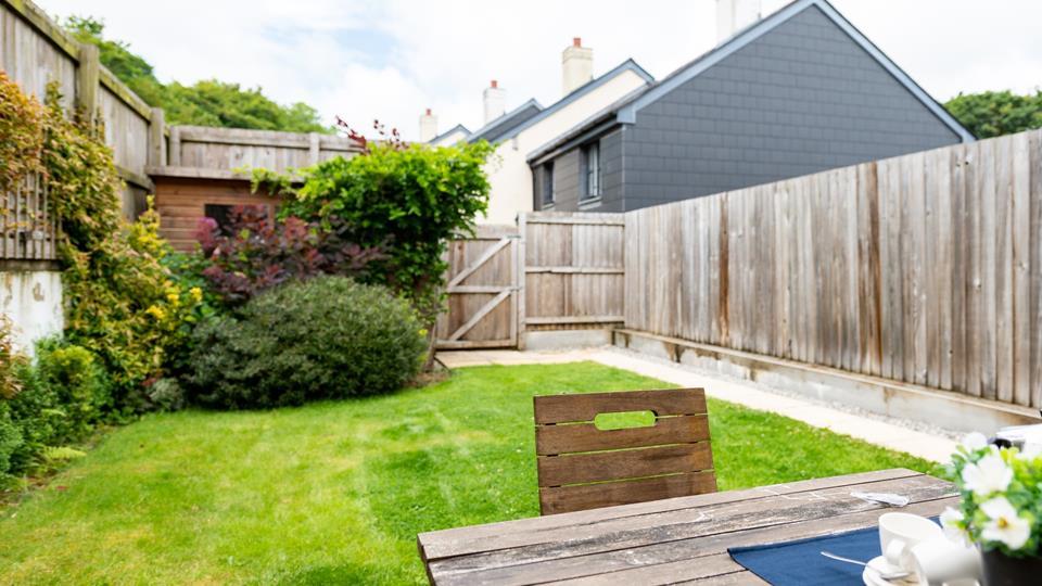 lovely garden to enjoy breakfast or dinner outside
