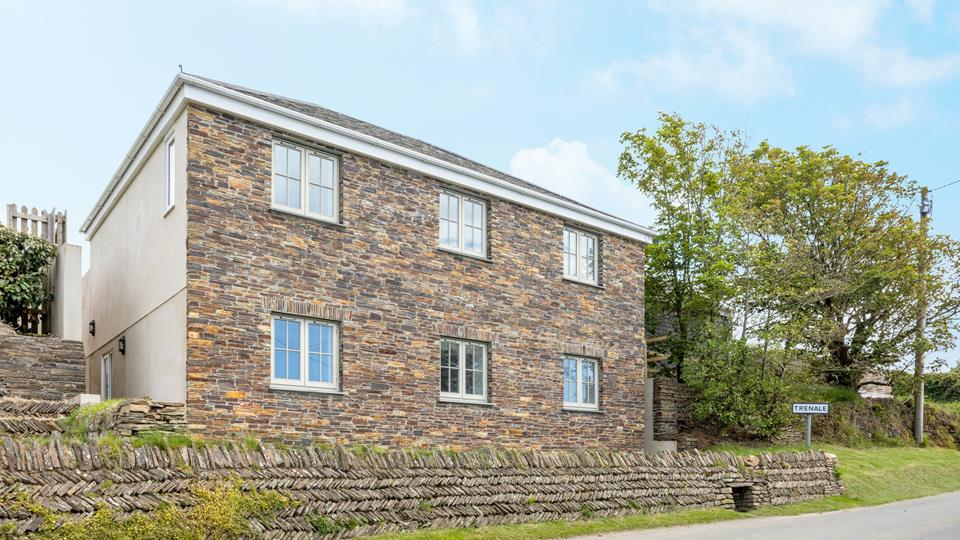 Beautiful house having been thoughtfully designed to be in keeping with the character of this tranquil Cornish hamlet.