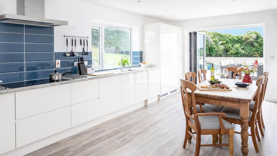 Beautifully designed, the stylish kitchen diner is perfect for family meals together.
