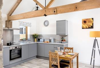 Ruby - Valley View Cottages, Sleeps 2 + cot, Morwenstow.